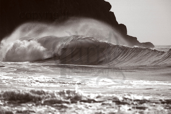 Porth Ceiriad wave in black and white BWW